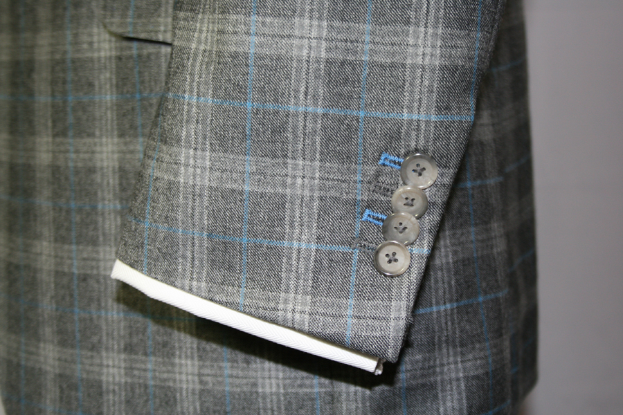 Contrasting finish of two buttonholes
